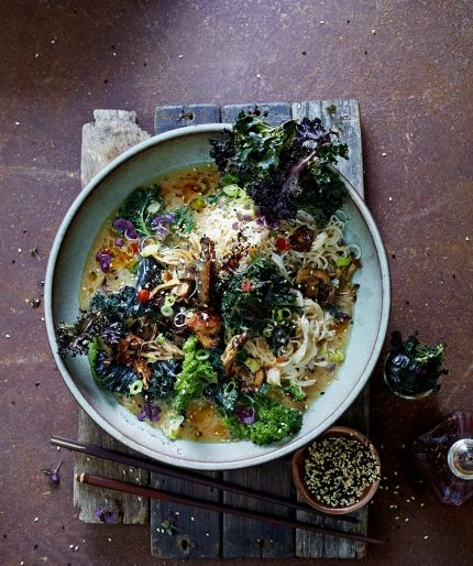 Kale & barbecue mushrooms in noodle ramen